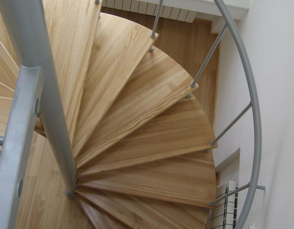 Лестницы для коттеджа